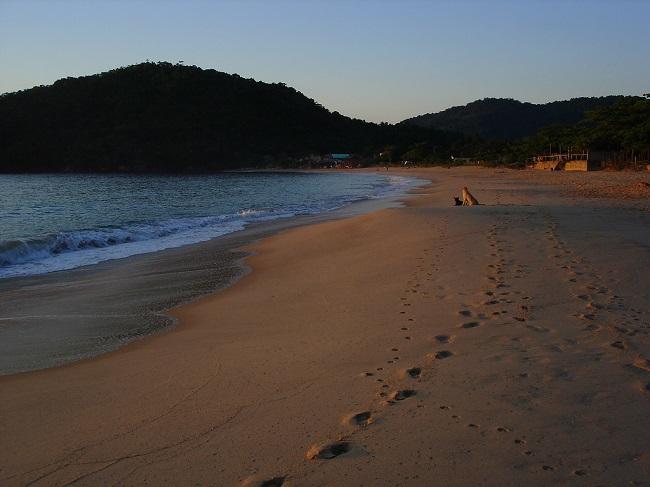 Amanhecer na Praia de Fora em Trindade-RJ